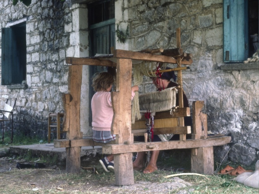Portable loom in Kalarites