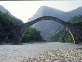 Plaka bridge, now collapsed.