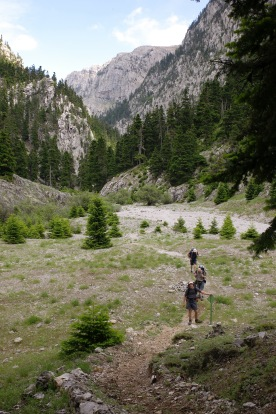 Reká ravine: the start of the path to Karvoúni refuge